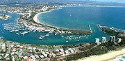 how to get to airlie beach from gold coast